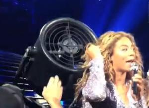 Beyonce-Hair-Caught-In-Fan-2