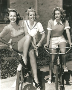 Vintage+Photos+of+Ladies+with+Bicycles+(1)85